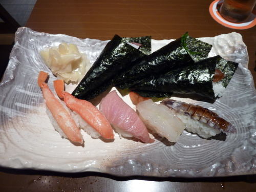 omnomnomjapanesefood:  King crab, O-toro, sweet shrimp, and mantis shrimp nigiri, along with burdock root temaki. Ikebukuro, Tokyo thanks for submitting, scotchtrooper!  O-toro, come back to me…