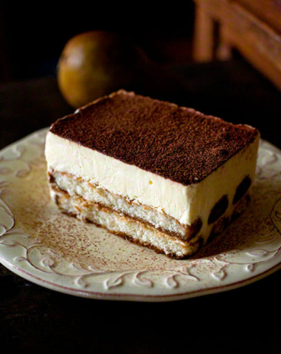wonderfulmachine:  Tiramisu. photo by Adriana Mullen