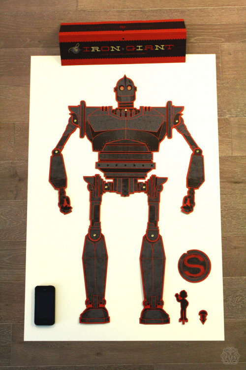 murmurandshout:  Mondo took Kevin Tong's The Iron Giant illustration and made an articulated figure out of it, complete with tiny Hogarth! (via Iron Giant Jointed Figure Process + Sale Info « Mondo: The Blog)