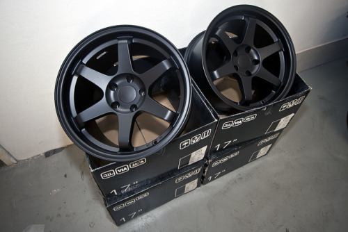 akeikas:  silentskyking:  Matte black!  i still dont mind these…and people gave me shit on that them being fake so i ended up not T^T meh.