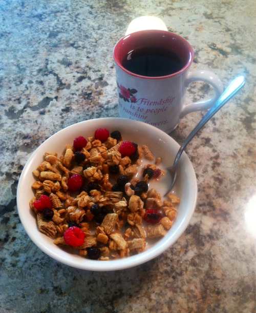 Because sometimes I am lazy and I just want cereal and berries for breakfast. And yes I know, I am drinking my black coffee again  I just can't seem to get off my addiction! I will get better only when I am ready and right now it's not happening :P omg I sound so ridiculous hahahahah