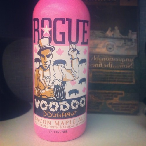 oh yes! #rogue #voodoodoughnut #bacon 🐷🍺 (Taken with Instagram)
