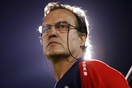 Marca are this evening reporting that Marcelo Bielsa has left his post as Athletic manager. After last season's cup heroics, and a new one year deal, you'd expect it to be a surprise. But following the last 24 hours events, it won't come entirely out of the blue when if it is confirmed. Bielsa set tongues wagging last night when he called an impromptu press conference. During which, he set about living up to his nickname 'El Loco'. He talked of problems at the training ground due to builders not doing their job properly. Today, Athletic failed to back up their man. Instead they said they 'did not agree with the points made by Marcelo Bielsa'. And with the relationship severed between club and manager, could they ever work in harmony again? A case in point might be Fabio Capello. Confirmation is, as yet, not forthcoming on Marcelo Bielsa's status at San Mames. Watch this space.