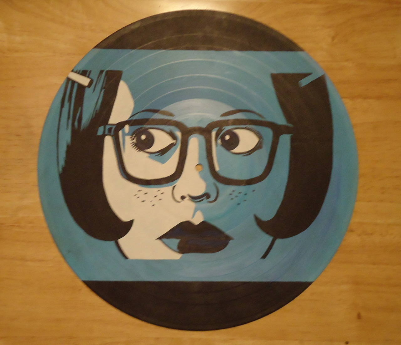 valderieoriginals:  Custom ordered Ghost World painted vinyl record  Interesting, records that don't play. What music in under there?