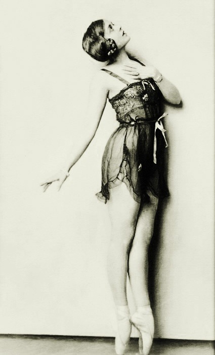 Photo by Alfred Cheney Johnston, 1927.