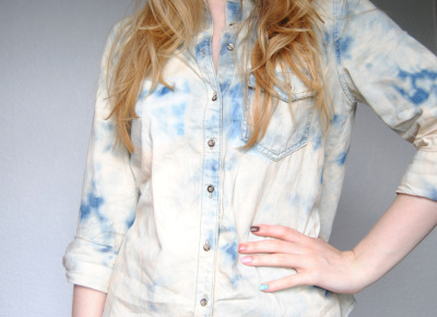 DIY Bleached Acid Wash Denim Shirt - click for the tutorial