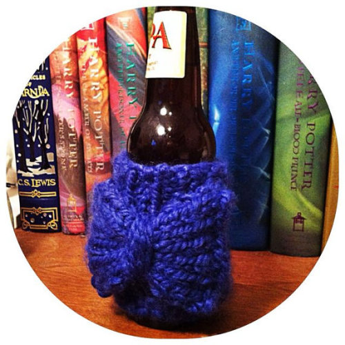 I've been getting a lot of messages about knit cozies! I'm more than happy to make different variations/custom designs, so PLEASE feel free to contact me about something your interested! And while you're at it, Reblog this and Ill make shipping on your cozy free! FREE COZY SHIPPING IS SO COOL. Mischief Managed Knits