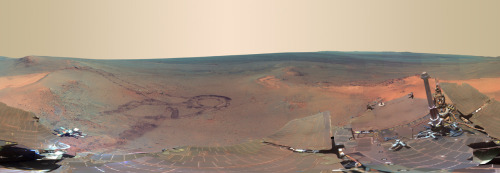 kqedscience: Mars rover beams amazing panorama back to Earth NASA's Mars Opportunity Rover has sent us a postcard, a stunning panorama view of the Red Planet, stitched together from 817 different images taken over six months.  - Foto panorâmica de Marte - Mais informações:   Fotos de Marte Pela Sonda Opportunity  http://www.youtube.com/watch?v=L3GTVVUNfZE  Descrição:  Enviado por marciomoraes70 em 19/07/2009 Algumas ótimas imagens da superficie de Marte obtidas pelo veículo Opportunity. -