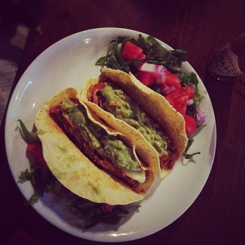 #tacos con salsa #chipotle y #guacamole en #carders  (Taken with Instagram at Carders Public House)