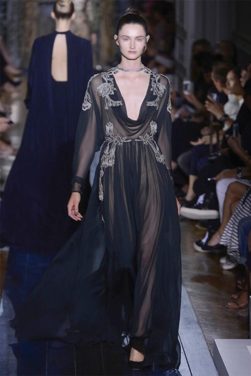 Read the rest of Valentino Fall 2012 Couture | Paris Haute Couture