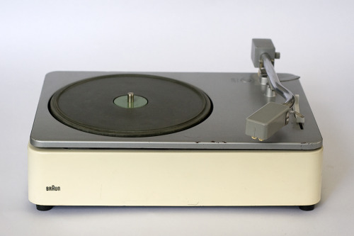 dieter rams. braun pcs 45 record player.
