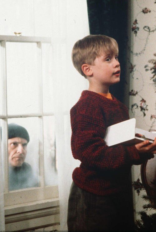 unreal-depths:  Home alone (1990) cant believe that this cute little succesful kid became a druggy :(