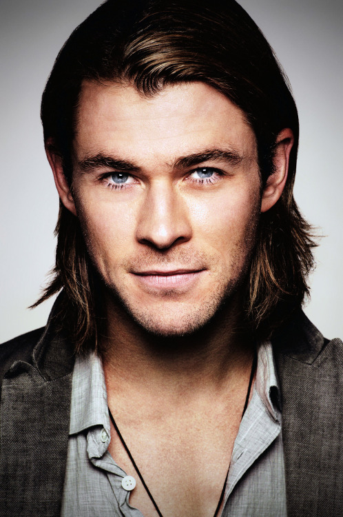 thorodinsons:   Chris Hemsworth #46  I just… fell off my bed…