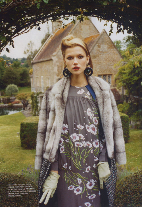 Kasia Struss by Tom Craig | Vogue Russia October 2011 |  3/12 st: Ekaterina Mukhina hair: James Rowe make-up: Florrie White