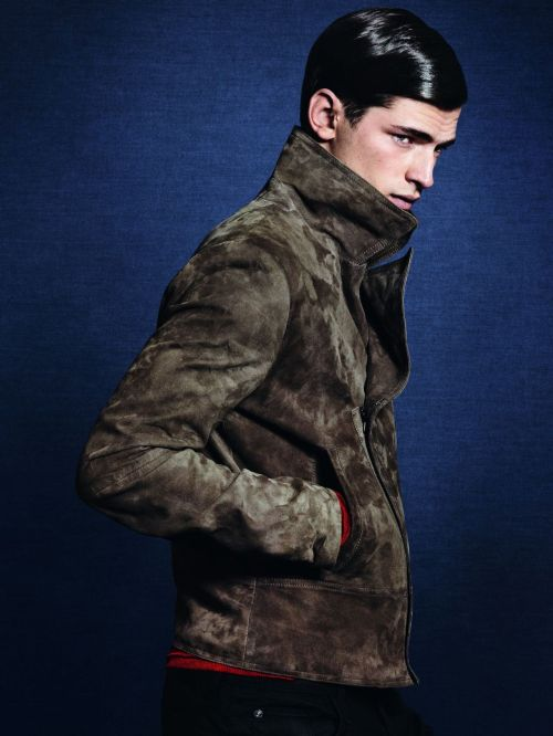 Still continue to die over Sean O' Pry's face.