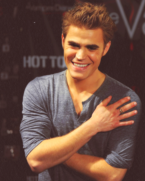 17/50 pictures of Paul Wesley
