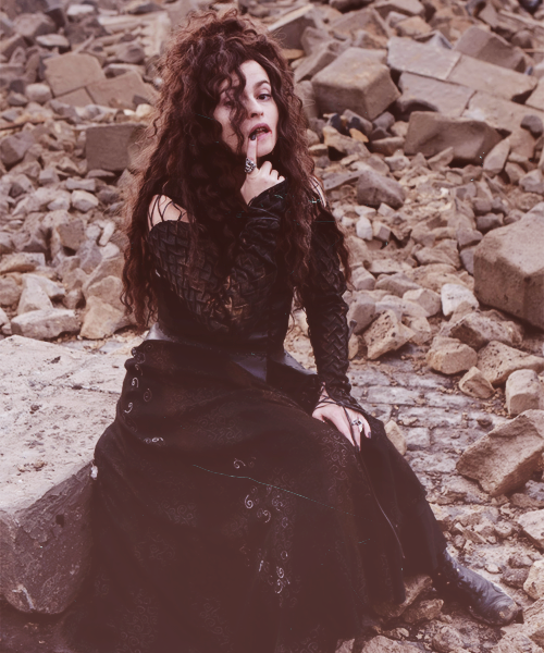 anotherowl:  → 45/50 pictures of Helena Bonham Carter.