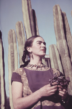 dreaminparis:  Frida Kahlo