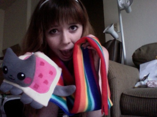mfw nyan cat scarf early birfday present from borntorn omG :3
