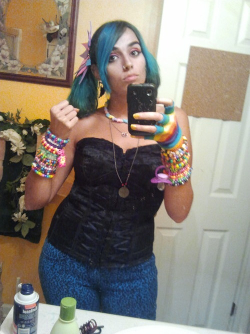 sparkymouse:  Ready for Pure Plur!  Love those jeans!
