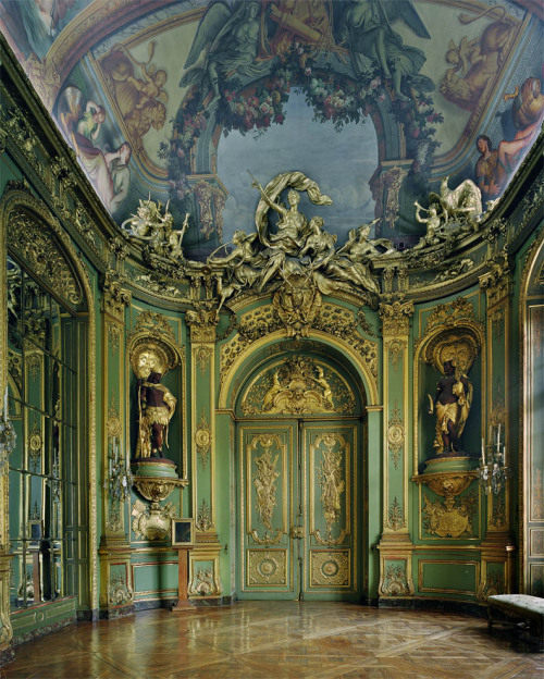 withoutournecks:  Michael Eastman/Gold Room
