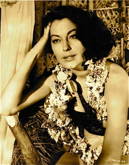 avasgal:  77/100 photos of Ava Gardner