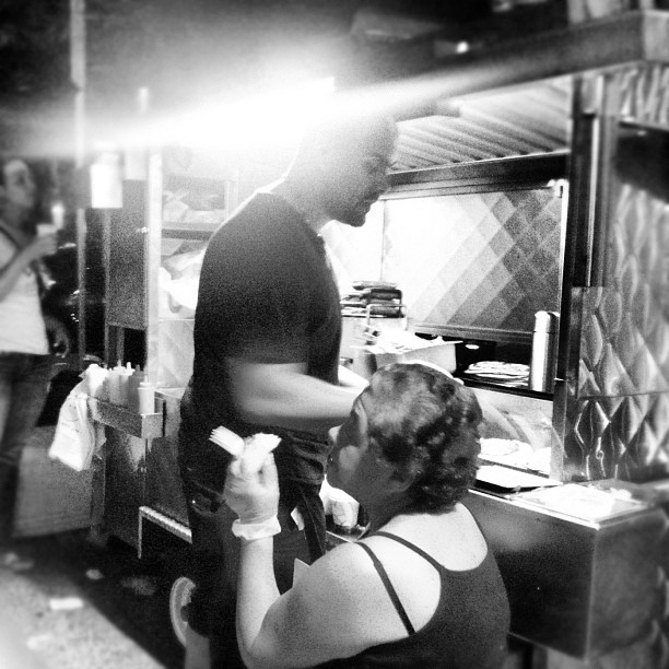 Arepa Lady, Roosevelt Avenue. Courtesy of @wonjinkyu.