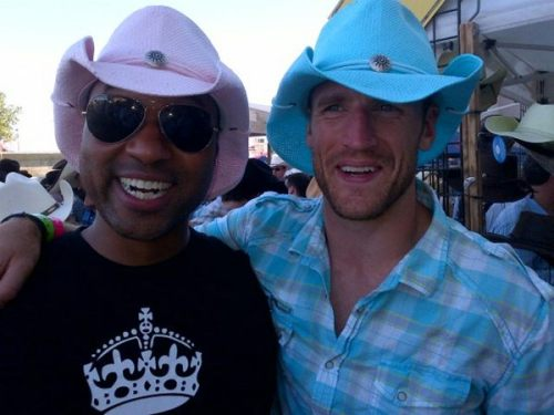 Per @IamDAWilder  @therealcabbie & Brooks Laich at #cowboyscalgary #doingwork! #fromtoronto #excusethehats
