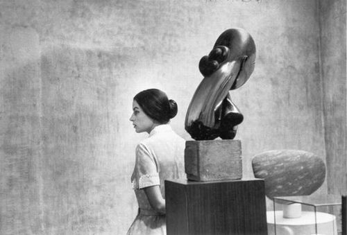 yama-bato:  Silvana Mangano at the Museum of Modern Art, New York.1956. Eve Arnold, Magnum Photographer Constantin Brancusi. Mlle Pogany I. Bronze made in 1913 after a marble of 1912. via