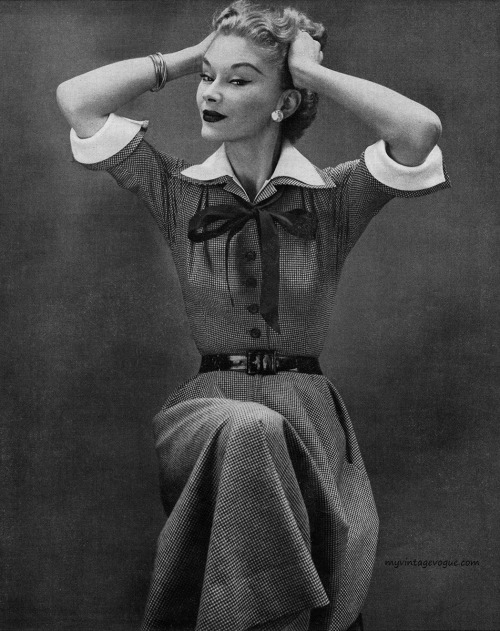 myvintagevogue:  Lisa Fonssagrives-Penn wearing Mollie Parnis 1951