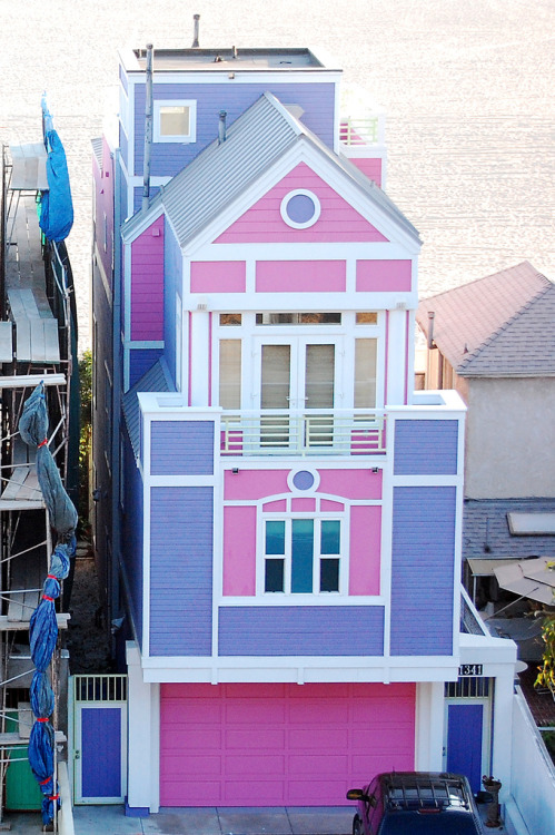 Ruth Handler's House (The creator of the Barbie doll) in Santa Monica Beach, California  THIS FUCKING EXISTS