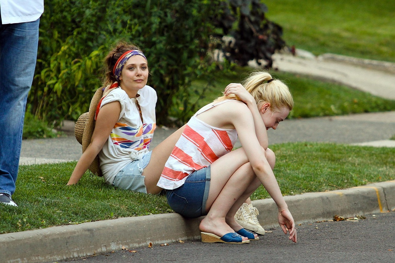 Elizabeth Olsen and Dakota Fanning filming Very Good Girls in Brooklyn, July 5th