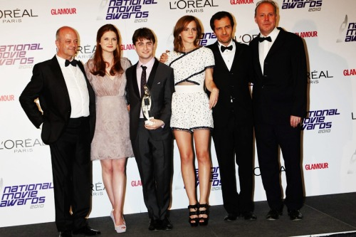 from L to R : David Baron, Bonnie Wright, Daniel Radcliffe, Emma Watson, David Heyman, David Yates (at the National Movie Awards 2010)