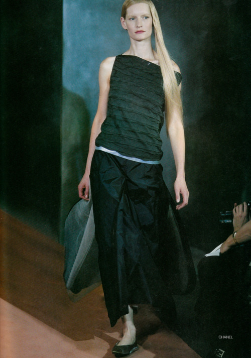 horreure:  Moda in N*109 spring/Summer 1999 Kirsten Owen at Chanel