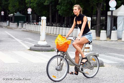 klossgloss:  Watch out, I'm on the road thanks to @Velib_Paris! Always my FAVORITE thing to do in the city.View more Karlie Kloss on WhoSay