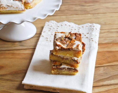 gooey toffee biscoff bars click here for recipe
