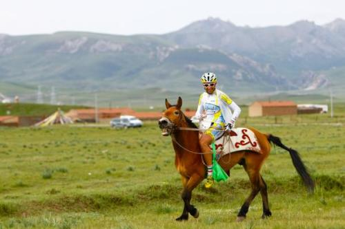 Abbas Saeiditanha of Azad University riding a horse before the race start Photo: © Mokhriz Aziz/Cycling Asia (via Tour Of Qinghai Lake 2012: Abbas Saeiditanha Of Azad University Riding A Horse Before…, Photos | Cyclingnews.com)