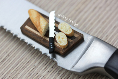 dayaaaaaaaah:  Miniature Dollhouse Food - Baguette Being Cut by PetitPlat - Stephanie Kilgast on Flickr.