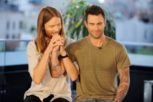 (via Maroon 5's James Valentine and Adam Levine | MTV Photo Gallery)