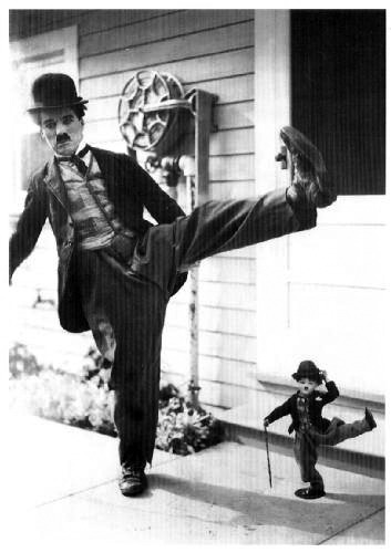 fuckyeahchaplin:  Charlie plays around with a Tramp doll, c.1921 (There is also a series of photos of Buster Keaton and his doll likeness by the same maker)