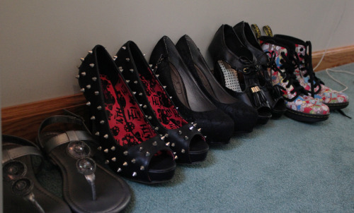 nerdylolita:  I'm so bad at having to pick which shoes to bring on vacation with me, but guess who forgot to bring sneakers anyways x_x Welp here's what I ended up grabbing  Rock the look :)