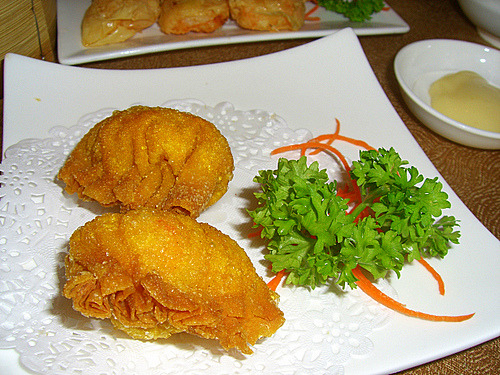 meshiagare:  prawn fritters (meng har gok) by robotkidalien on Flickr.