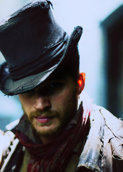 harrietvane:  tomhardigans:  7/100 ➙ Pictures of Tom Hardy  Oliver Twist (2007)