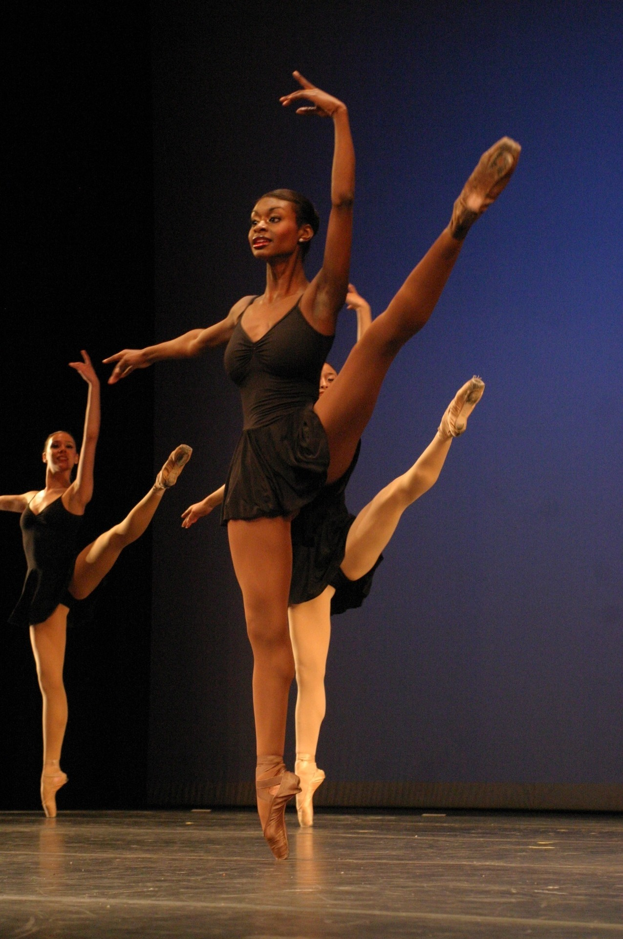 blackridinnhood:  HER BALLET SHOES ARE BROWN!