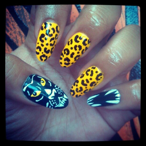 araqnicnails:  Day#3 - RAWR. Fangs, leopard print, panther. #nails #nailart #nailartswag #nailartheaven #nailartjunkie #leopard #rawr #panther #fangs #nailgasm #araqnicnails (Taken with Instagram)    TWERRRK! So fierce