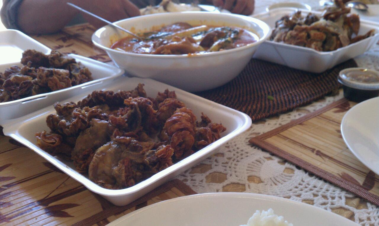 Chicharron bulaklak, kare kare, crispy pata #FilipinoEats Just another day…