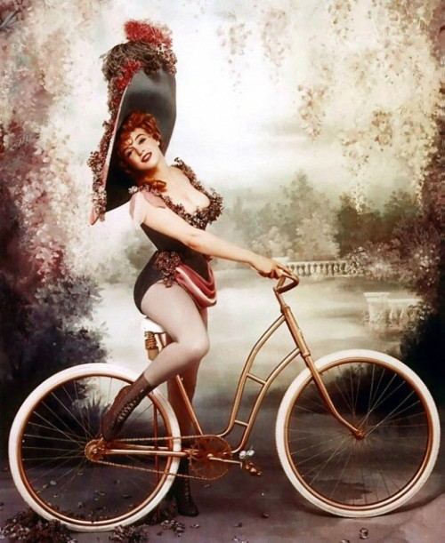 Marilyn Monroe as Lillian Russell, 1957. (Image via How to Be a Retronaut)