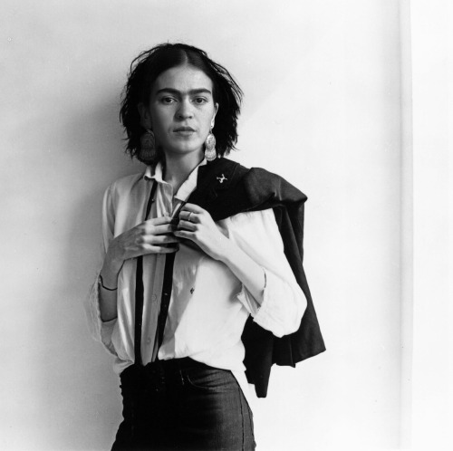 happylambie:  Frida Kahlo as Patti Smith