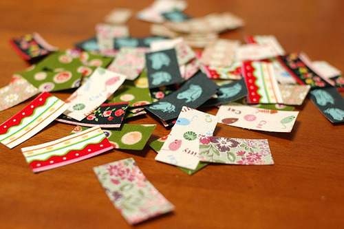 Use fabric scraps as adorable tape or stickers! Such a cute idea for gift or product wrapping! Tutorial via mairuru.