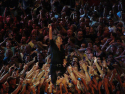 glennthorogood:  Bruce Springsteen - Live in Paris (Wednesday 4th July 2012)